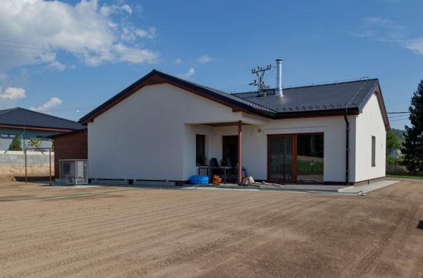 Výstavba rodinného domu ve Lhotce